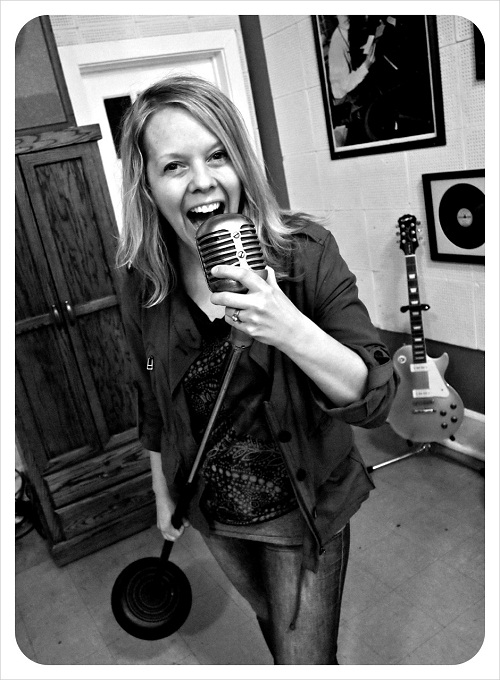 ASHLEY_AT_SUN_STUDIO_BW.jpg